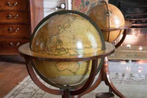 Antike Globus Bar